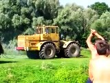 Video Как достать из речки трактор Кировец К-700? (18+)