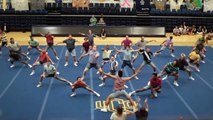 Ces Cheerleaders hommes vont mettre le feu!!! Pompom boys