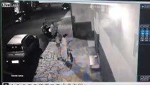 Ce tombeur embrasse 2 femmes dans une rue au Brésil.. comment il fait !