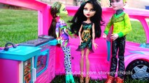MONSTER HIGH TOYS - ATTACK OF THE TITANS With MH Frightfully Tall Dolls Elissabat and Draculaura