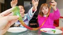 GOMINOLAS GRANDES vs GOMINOLAS PEQUEÑAS challenge// giant gummy VS small gummy CHALLENGE