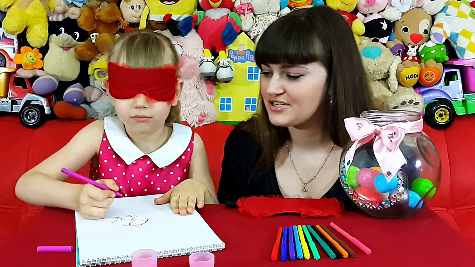 ЧЕЛЛЕНДЖ НАРИСУЙ С ЗАКРЫТЫМИ ГЛАЗАМИ / смешное видео для детей