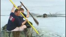 Terrible !Coincé au milieu d'une rivière de glace, ce chien a failli mourir de froid.(vidéo)