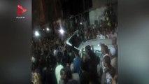 الأهالي يتدافعون على جثمان الشهيد مجند عمر فرغلي لحمله
