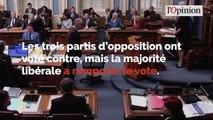 Québec: le niqab et la burqa interdits dans les administrations et transports publics