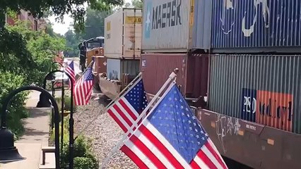 CSX Streetrunning Trains In The Middle Of Main Street, Views From Both Ends Of Historic Town!