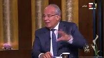 على تويتر- -كل يوم - وزير التنمية المحلية لـ عمرو اديب- فى واحد فينا لازم يهاجر أنا يا انت ؟ عمرو- يبقى اكيد أنا #ON_E