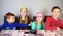 MAKEUP CHALLENGE Filles VS Garçons - La vengeance des filles : Maquillage à laveugle !