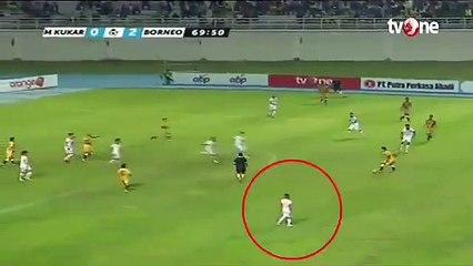 La course folle d'un footballeur indonésien
