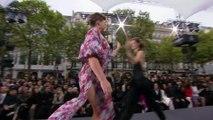 Mademoiselle Agnès au défilé L'Oréal sur les Champs Elysées