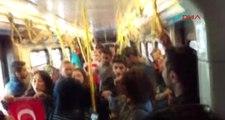 Metroda İstiklal Marşı Okuyan Gençlere Yolcular Onuncu Yıl Marşı İle Karşılık Verdi