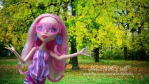 MH ELISSABATS NEW PRODUCER IS SO MEAN!!! - Monster High Family Fun Stories with Toys & Dolls