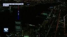 La flèche du World Trade Center aux couleurs d'États-Unis après l'attentat de New York