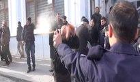 Eylem yapan dolmuşçulara polisten biber gazlı müdahale