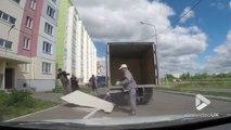 Quand tes ouvriers cassent tous les éléments AVANT le chantier en déchargeant le camion !