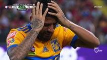 Oscar Ustari se blesse violemment le genou lors d'un match