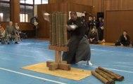Ils tentent de couper des bambous en un seul coup avec un katana !