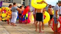 Un Toboggan Aquatique Géant dans ma RUE -  City Slide