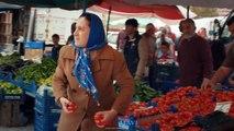 Aşk ve Mavi 25.Bölüm - Hasibe ve Birgül pazar yerinde kavga ediyor!