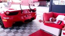 Ils réveillent leur pote avec le bruit du moteur V8 d'une Ferrari