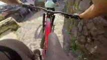 3 riders descendent en VTT le Taxco Urban Downhill 2017
