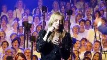 Medley musiques françaises - Veronic Dicaire et les 2000 choristes