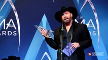 Garth Brooks after his CMA win | Rare Country