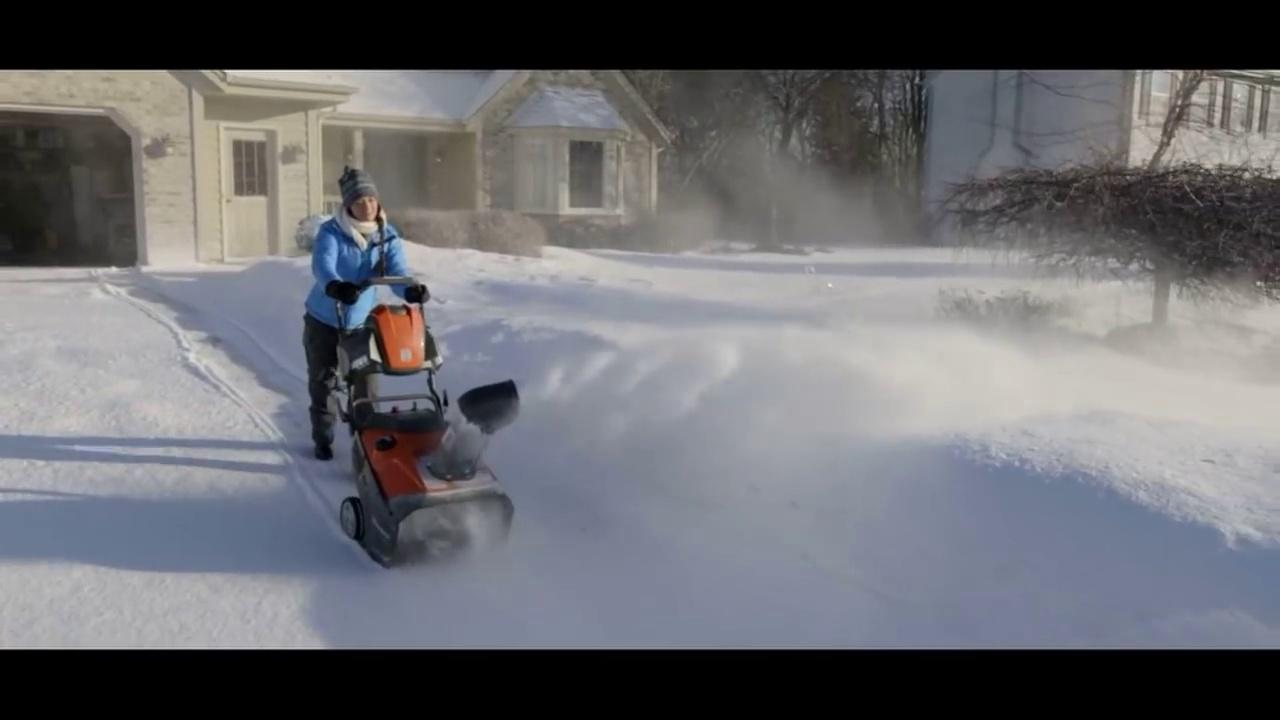 Husqvarna 100 Series Snow Throwers