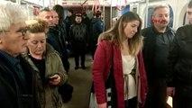 Ankara ve İstanbul metrosunda vatandaşlardan saygı duruşu
