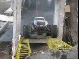 Monster truck - trial au MCT Montélimar avec un Savage