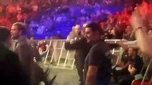 Conor McGregor frappe un arbitre