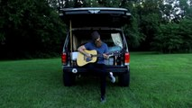 Version MTV Cribs de son Jeep 4x4 dans lequel il vit pour camper ! Parodie