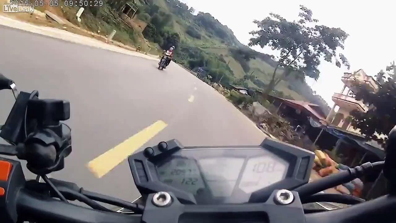 Kawasaki Z800 downhill