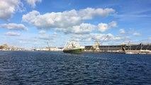 Le Grande Hermine quitte le port