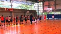 Quelques jeunes basketteurs vitrollais coachés par les pros de Fos