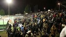 Coup de sifflet final au stade de la colombière. Les supporters d'Epinal raccompagnent les joueurs aux vestiaires sous les applaudissements.