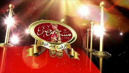 أشرف عبد الباقي يستقبل عروسين على المسرح
