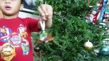 KID DECORATING CHRISTMAS TREE Thomas & Friends Train around the Tree