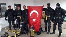 Afrin harekatına destek için suyun 20 metre altında Türk bayrağı açtılar