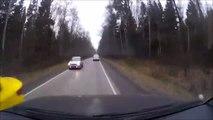 Une voiture perd un pneu en pleine route... Douloureux pour le conducteur en face
