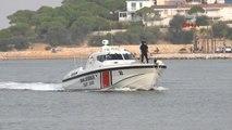 İzmir - Botları Su Alan Kaçakları Sahil Güvenlik Kurtardı