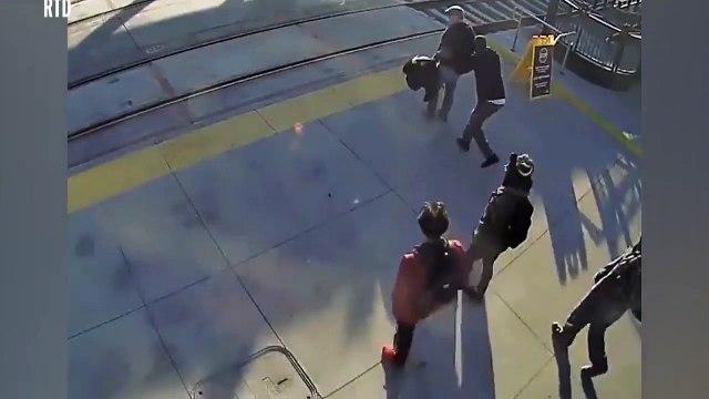 Une homme sauve une personne aveugle qui allait se faire percuter par un train !