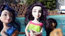 Mal and Evie Swimming Pool Fun Mermaid Pranks Ben Jay Carlos Barbie Descendants Dolls Toys In Action