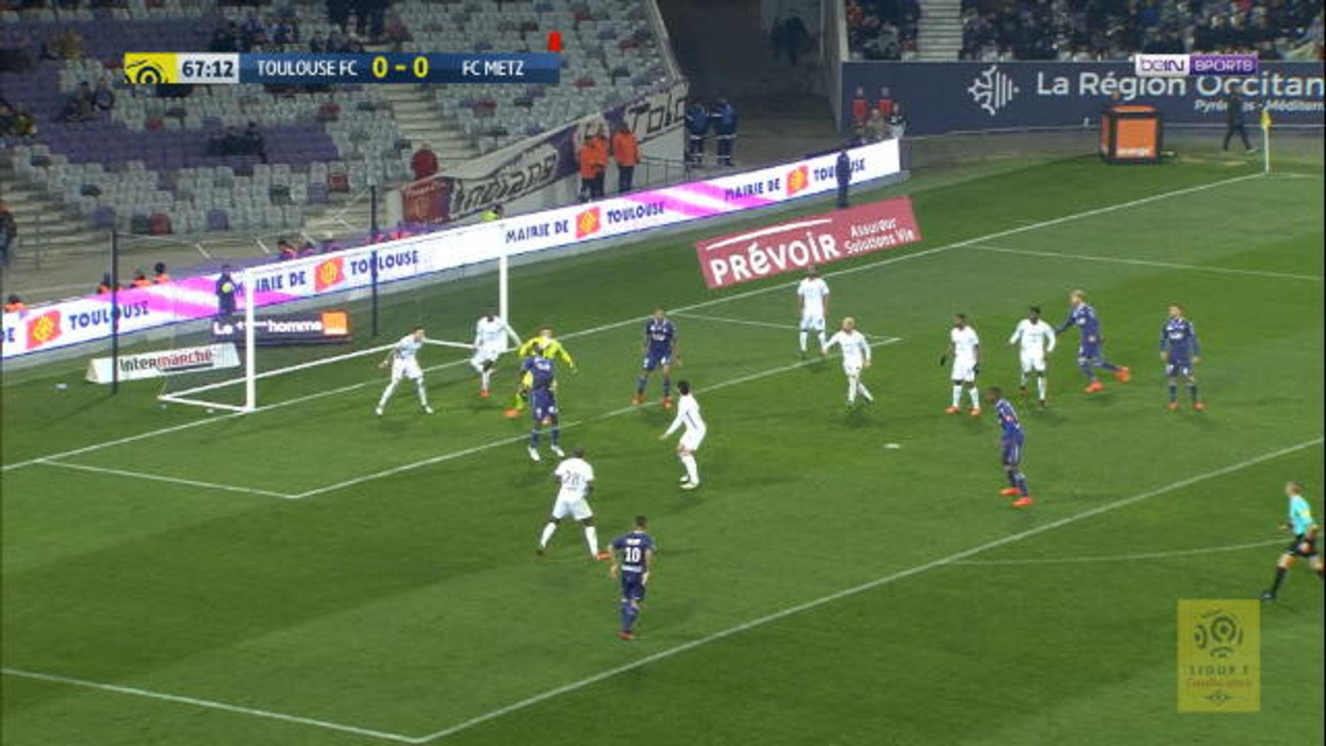 Unlucky Sanogo hits the bar from wonderful bicylce-kick