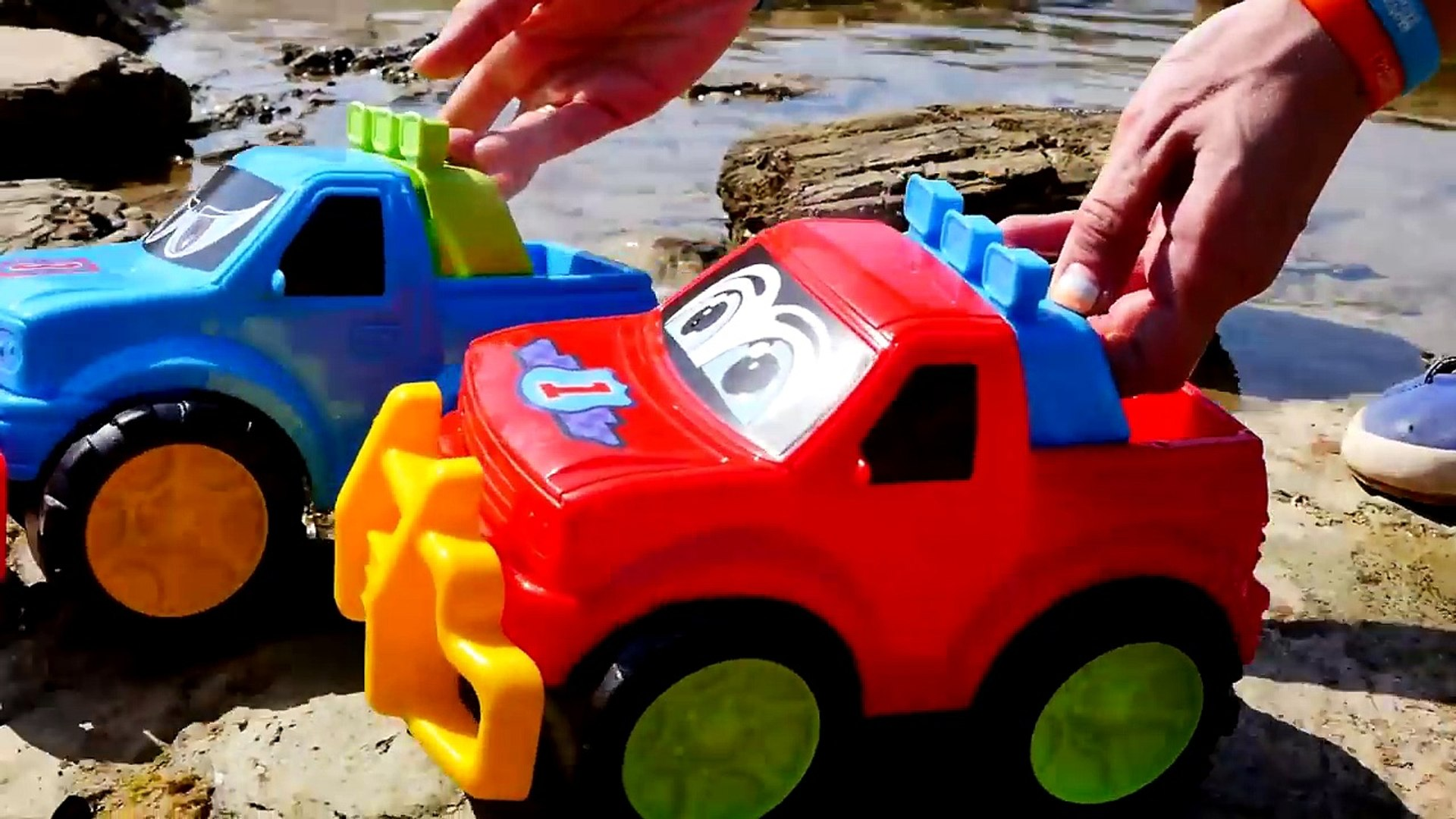 BEACH JEEPS! - Toy Trucks Seaside Stories for Children - Toy Cars Videos for Kids - Toy Tractors-HaR