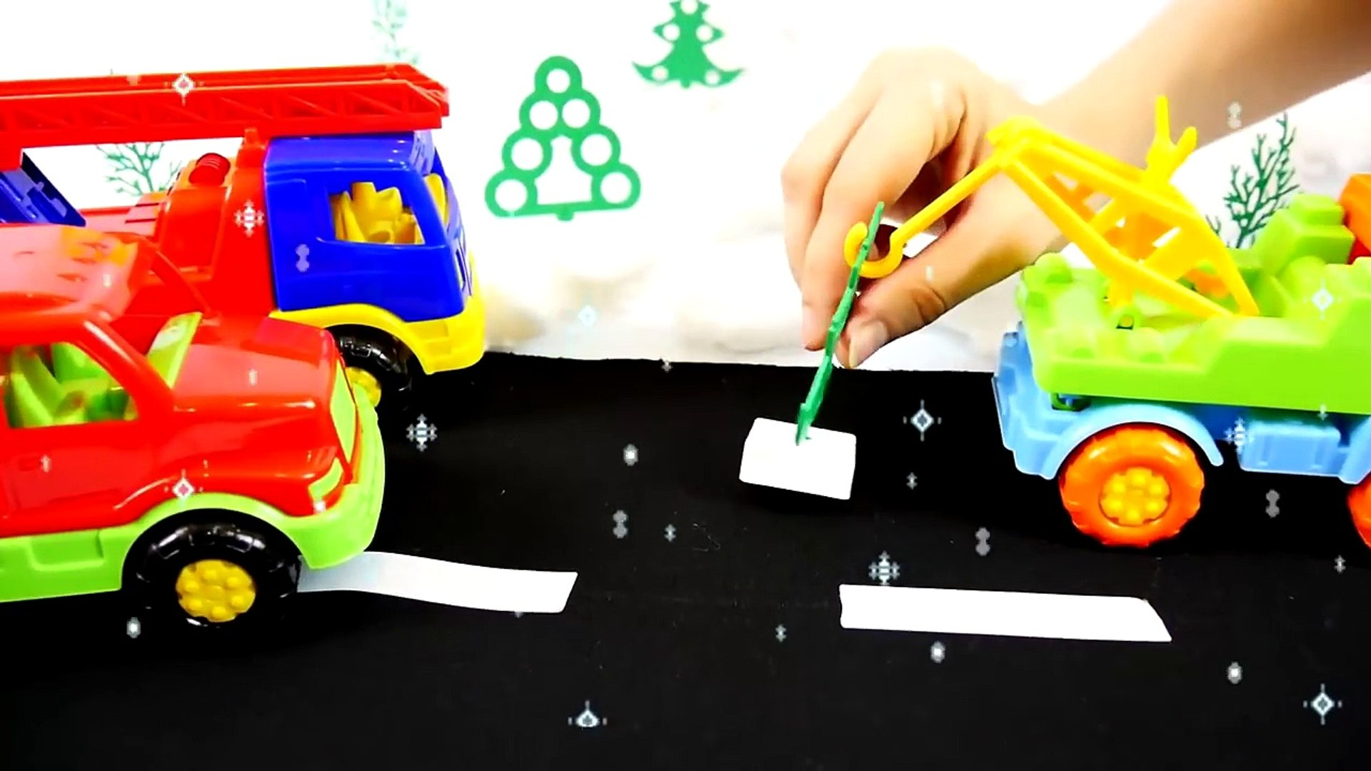 Tree Search - BOUNCY TOY TRUCKS! Christmas Toys Videos for kids - Toy Trucks Stories for Children-eT