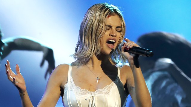 Selena Gomez flashes underwear & is booed at the American Music Awards 2017