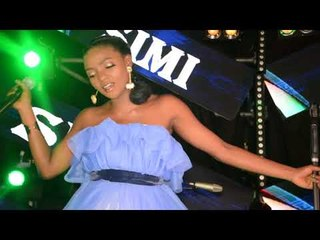 Watch Nigerian singer Simi perform tracks from her brand new album Simisola