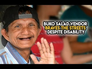 Laudable Pinoy vendor sells ice candy on the street despite disability