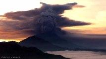 Les images impressionnantes du Mont Agung en éruption à Bali
